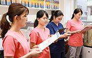 スタッフ全員で一人の患者さまの最善に向けて取り組むため、細かい情報までしっかり報告し合う。